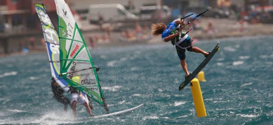 Windsurfing, kitesurfing, surfing na Teneryfie.